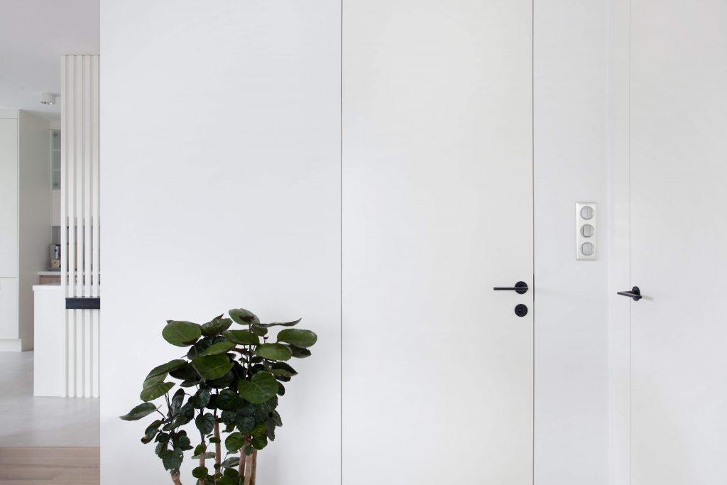 Drzwi PŁASKIE schowane w ścianie.