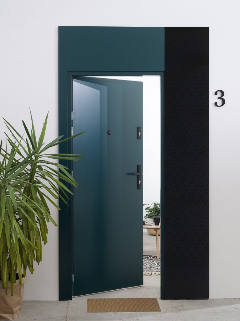 Drzwi wejściowe TOWER - wersja zielona z ozdobnym panelem bocznym