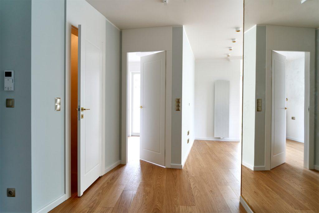 Drzwi wewnątrzlokalowe CLASSIC (po lewej - bezprzylgowe, po prawej - odwrotna przylga)