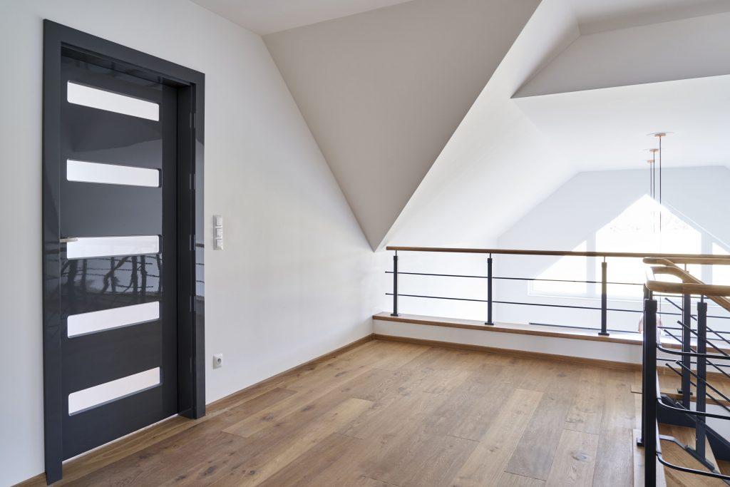 Drzwi BOLZANO w szarej okleinie GLOSSA dark grey