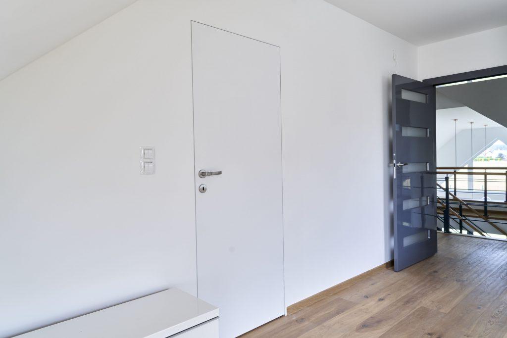 Drzwi na ukrytej ościeżnicy PŁASKIE malowane
