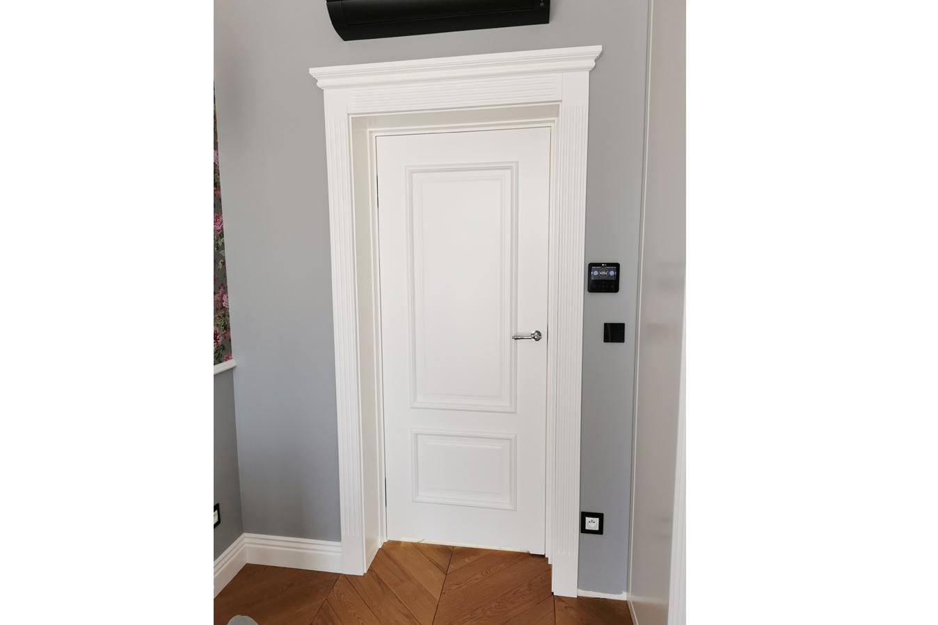 Białe klasyczne drzwi 2
